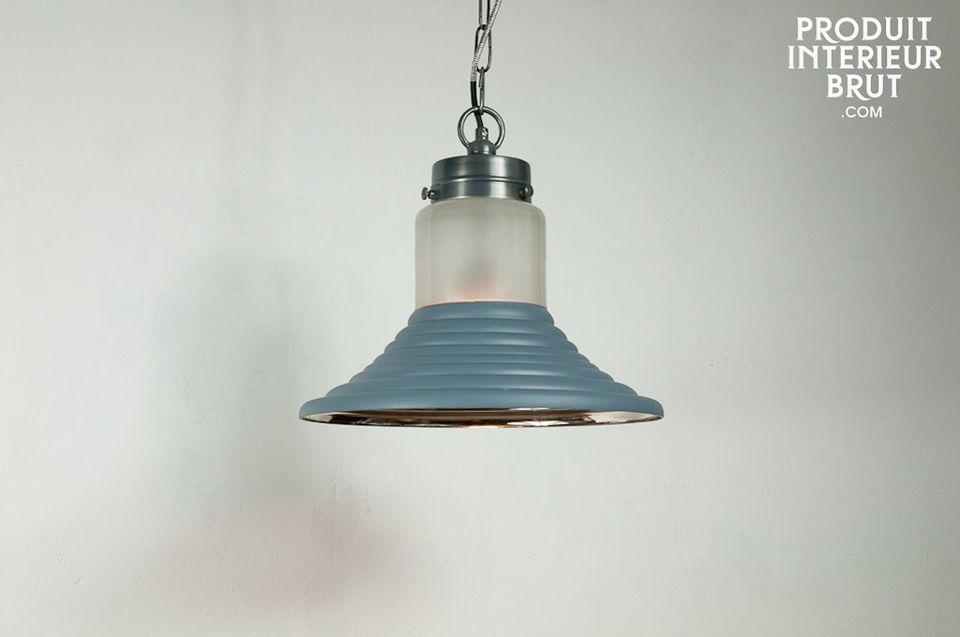 Originelle Beleuchtung mit Glasschirm