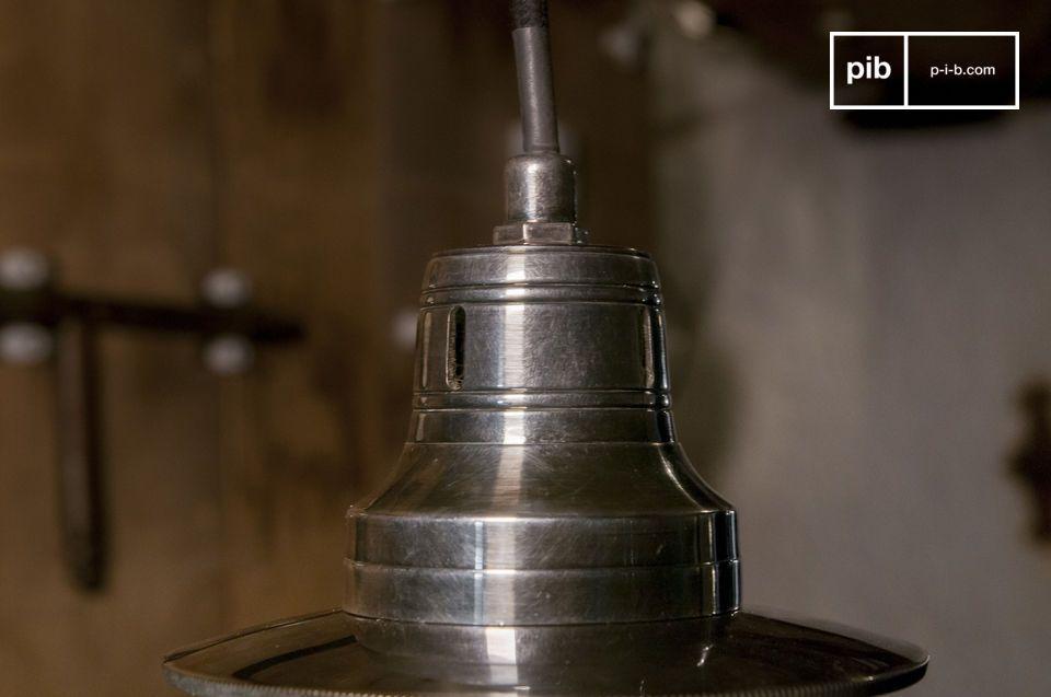 Eine elegante und phantasievolle Vintage-Lampe mit kugelförmiger Kugel.