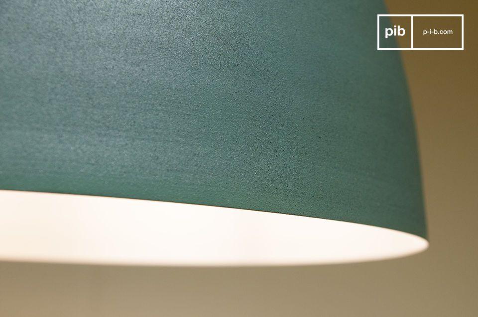 Das Innere des Lampenschirms ist weiß und ermöglicht somit eine perfekte Lichtverteilung