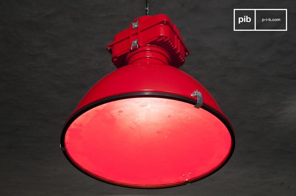 Die Hängeleuchte Dock ist ein Spitzenprodukt unter den Leuchten im unverwechselbaren industriellen