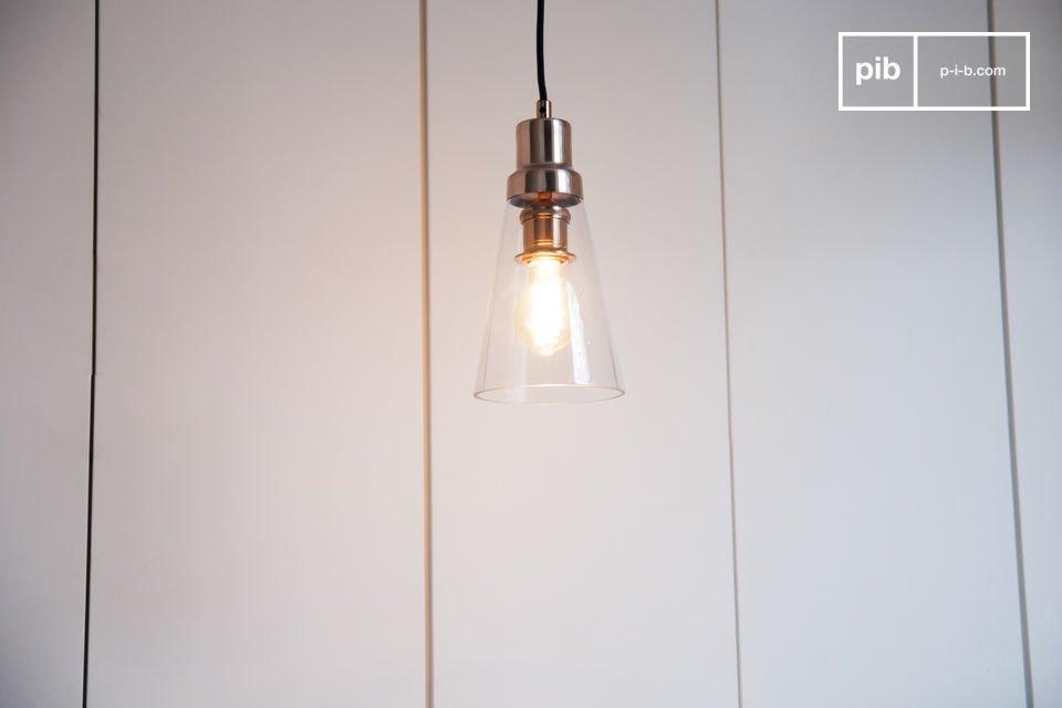 Die Hängeleuchte Konisk verbindet Glas mit Kupfer für einen eleganten Touch in Ihrem Interieur