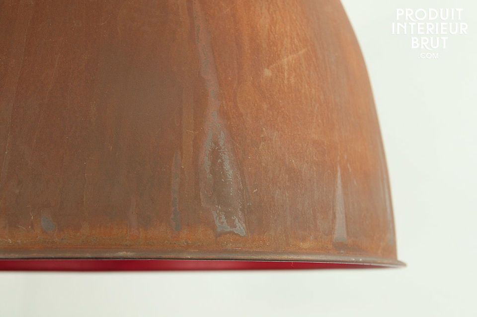 Breite Deckenleuchte mit farbigem Inneren
