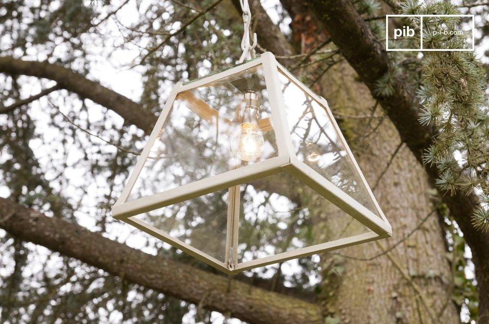 Sie eignet sich ideal als zentrale Beleuchtung eines Raumes und verleiht Ihrem Interieur einen Hauch von Landhausatmosphäre