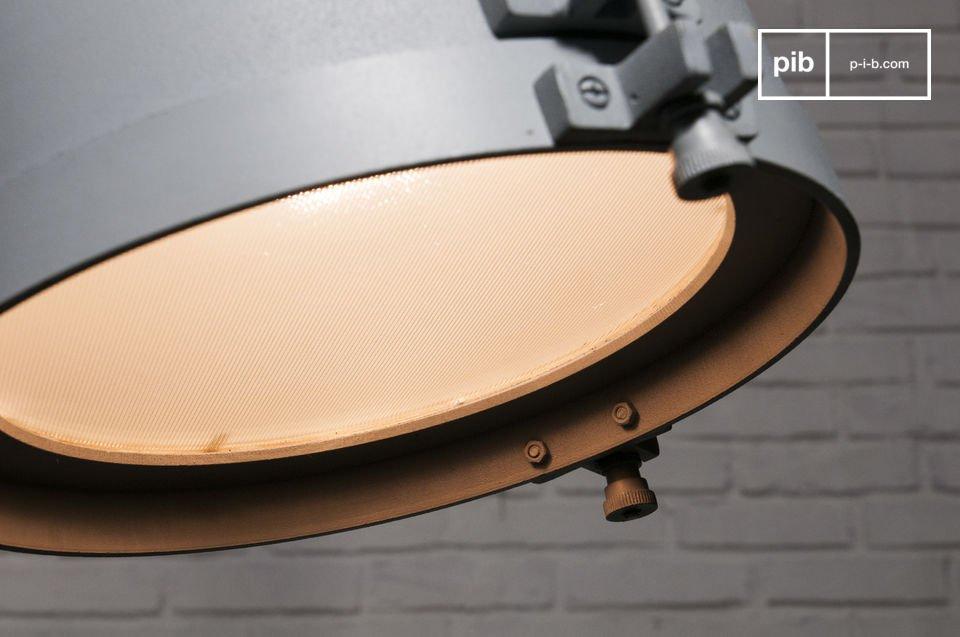 Die Aufhängung Spitzmüller ist ein Beleuchtungskörper im puren industriellen Stil