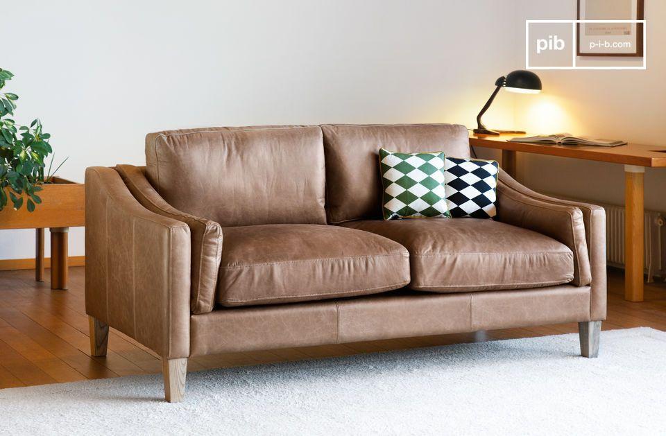 Das Heidsieck Zimtsofa ist aus 100% vollnarbigem Anilinleder gefertigt und zeugt  von sehr hoher