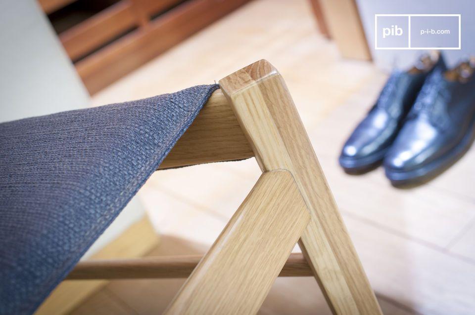 Sitzkomfort und helles Holz für einen Stuhl mit nordischen Akzenten