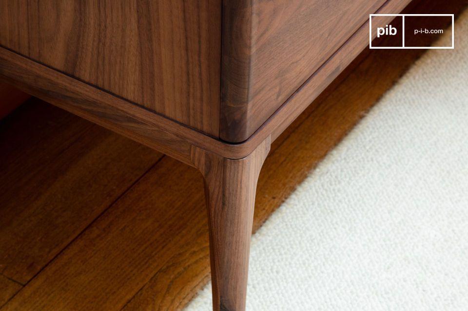 Das Hemët Walnussbuffet kann auch als dekoratives Möbelstück verwendet werden
