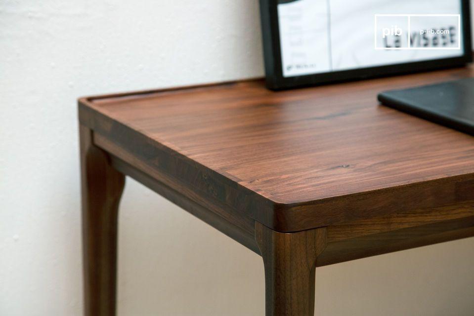 Eine prächtige Schreibtischkonsole aus edlem Holz