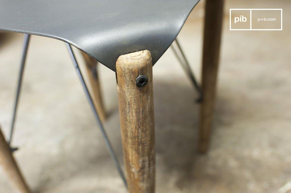 Dieses Möbel schafft es Feinheit mit rohen Stil zu verbinden