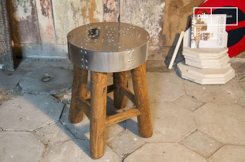 Kleiner Tisch oder Sitz mit industriellem Flair