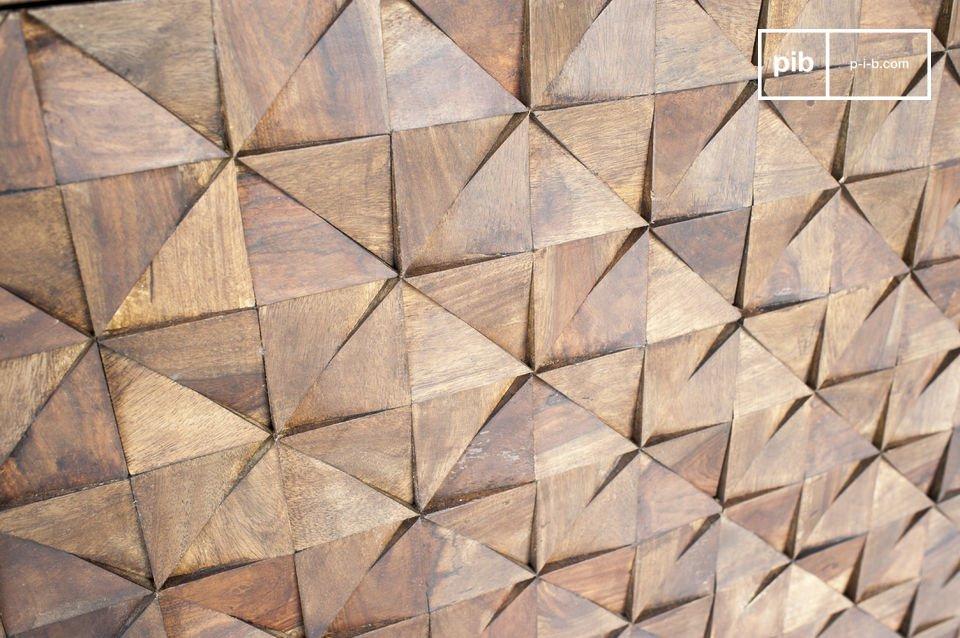 Bis zu 500 Dreiecke aus Holz wurden per Hand an die Türen angebracht um diesen exeptionellen retro