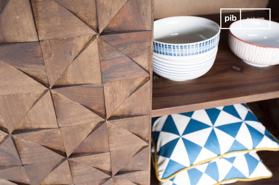 Die Dreiecke sowohl als auch der Rest dieses Möbels besteht aus Massivholz