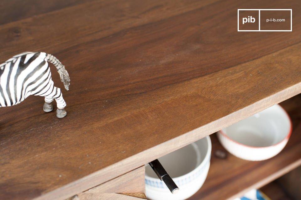 Dieses Möbelstück eignet sich hervorragend für Geschirr oder andere schwere Gegenstände