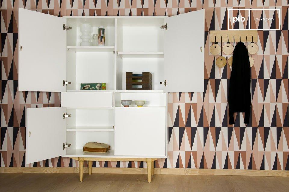 Helles Aufbewahrungsmöbel im hübschen Retro Scandi-Design