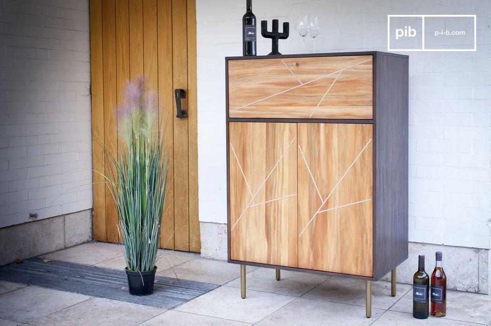 Einerseits bietet die Verwendung von zwei Holztypen mit sehr unterschiedlichen Farbtönen einen