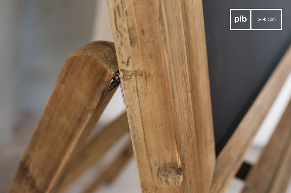 Die Holztafel Leon besteht komplett aus Holz und bringt den absoluten Retrostil mit sich
