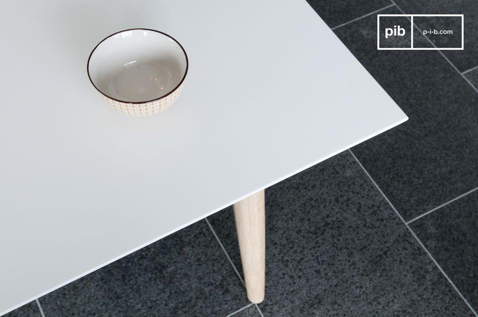 Der Tisch Fjord wurde in Holland entworfen