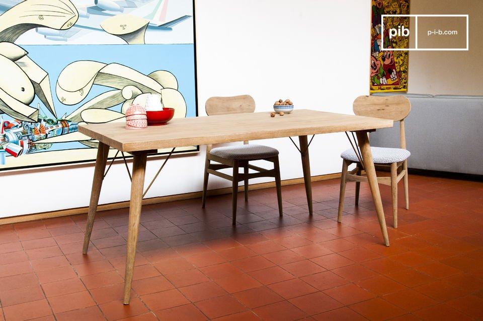 Der Tisch Jotün verfügt über eine außergewöhnliche Stabilität