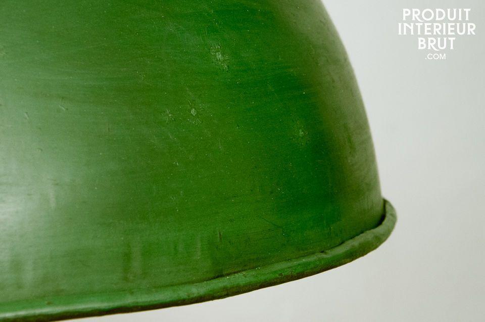 Diese Beleuchtung präsentiert sich durch seine grüne Farbe mit Patina-Effekt und durch seine