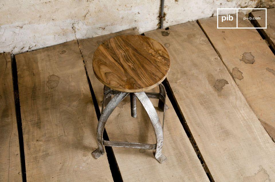 Raues Fußgestell und Sitzfläche aus massivem Teakholz