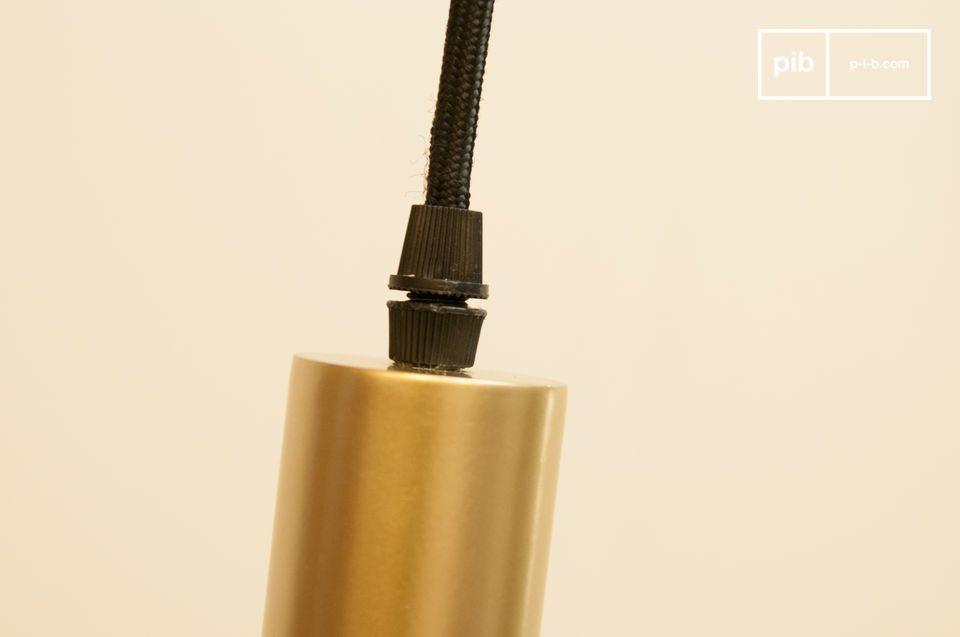 Gold und Licht kombiniert mit dieser Lampe: Die Isabelle Pendelleuchte ist aus Aluminium gefertigt