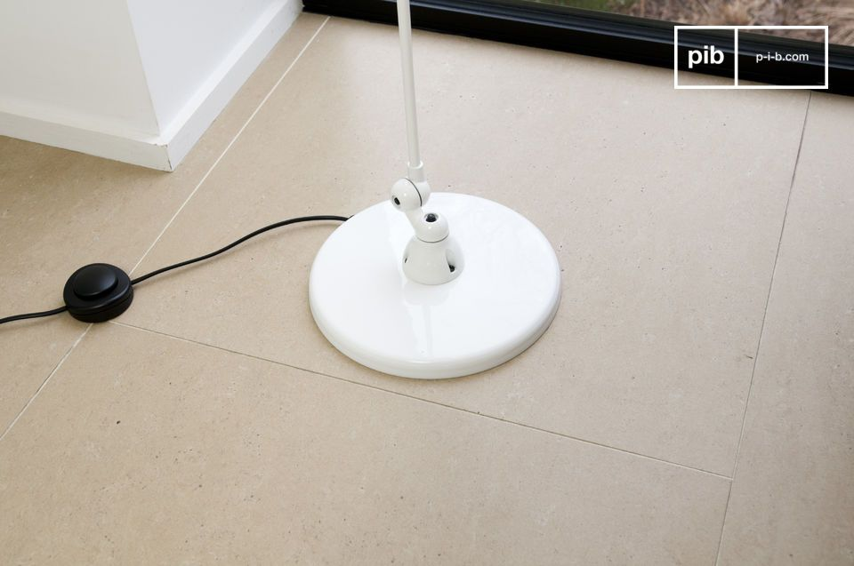 Lassen Sie sich von den klaren Linien und dem schönen weißen Finish des Signal-Modells von Jieldé