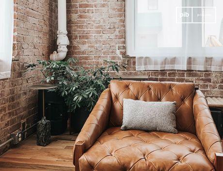 Kahle Wände, Metallinstallationen und unpolierte Möbel verleihen einem Wohnraum einen starken Charakter.
