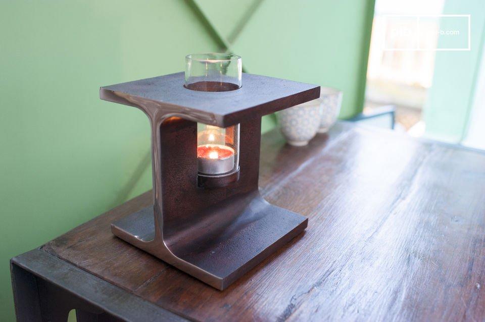 Der Kerzenhalter Motown ist ein schönes Deko-Accessoire, das seine Wurzeln im charakteristischen industriellen Design hat