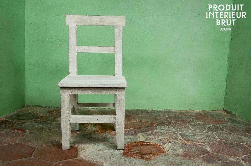 Ein kleines patiniertes Sitzmöbel voller Charme