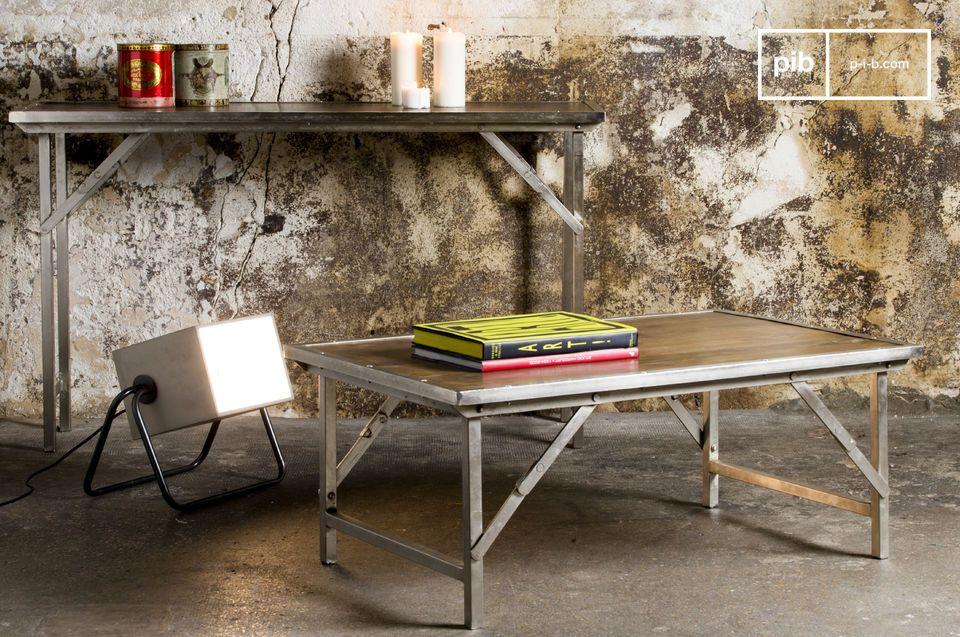 Dieser sehr praktisch konzipierte Konsolentisch präsentiert sich im resoluten Industrial Design und