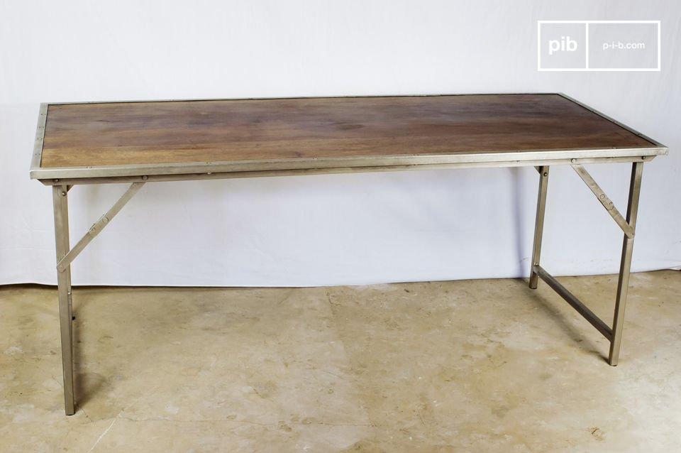 Dieser sehr praktisch konzipierte  Vintage-Tisch   präsentiert sich im resoluten Industrial Design