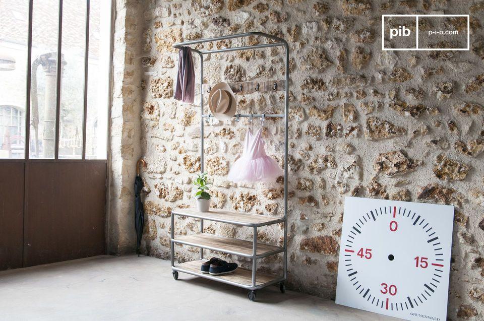 Ein mobiles Aufbewahrungsmöbel mit industriellem Vintage Flair