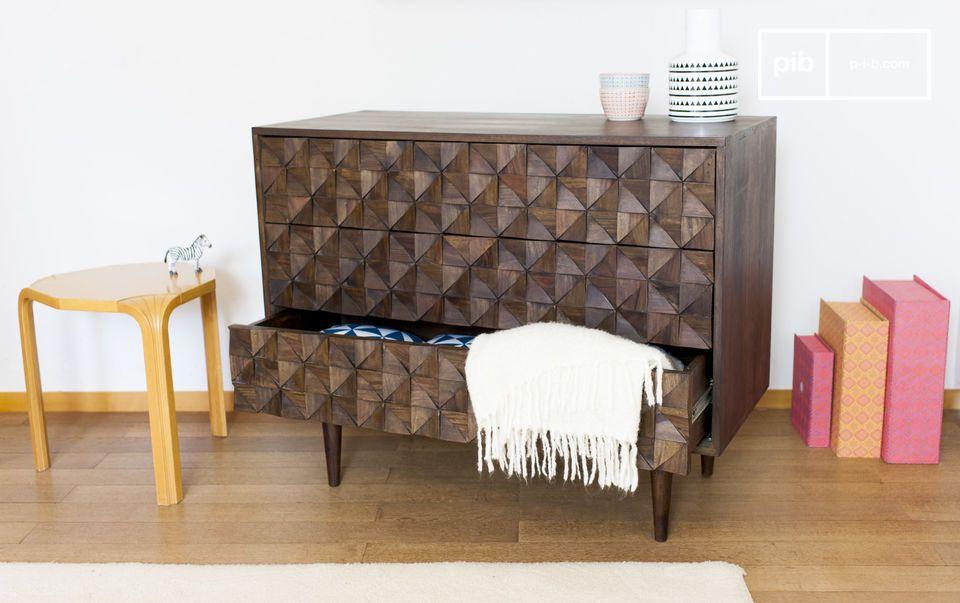 Dunkles Holz und perfekte Geometrie