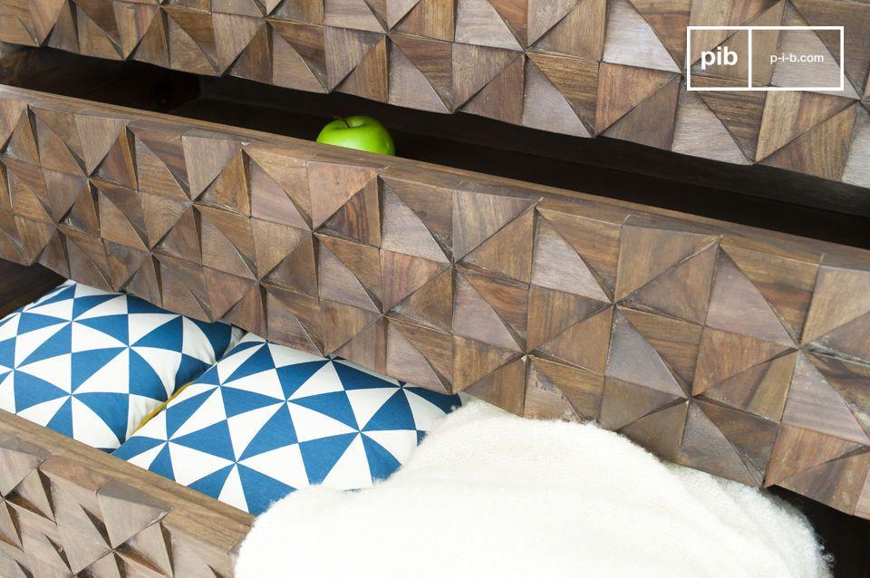 Jahrhunderts und hat ein besonderes Design: die Holzdreiecke die seine Oberfläche bedecken sind