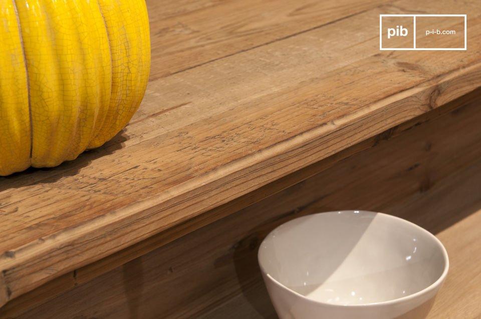 Ganz aus poliertem altem Holz hat die Kommode Sonia den Charme eines antiken Möbels mit der