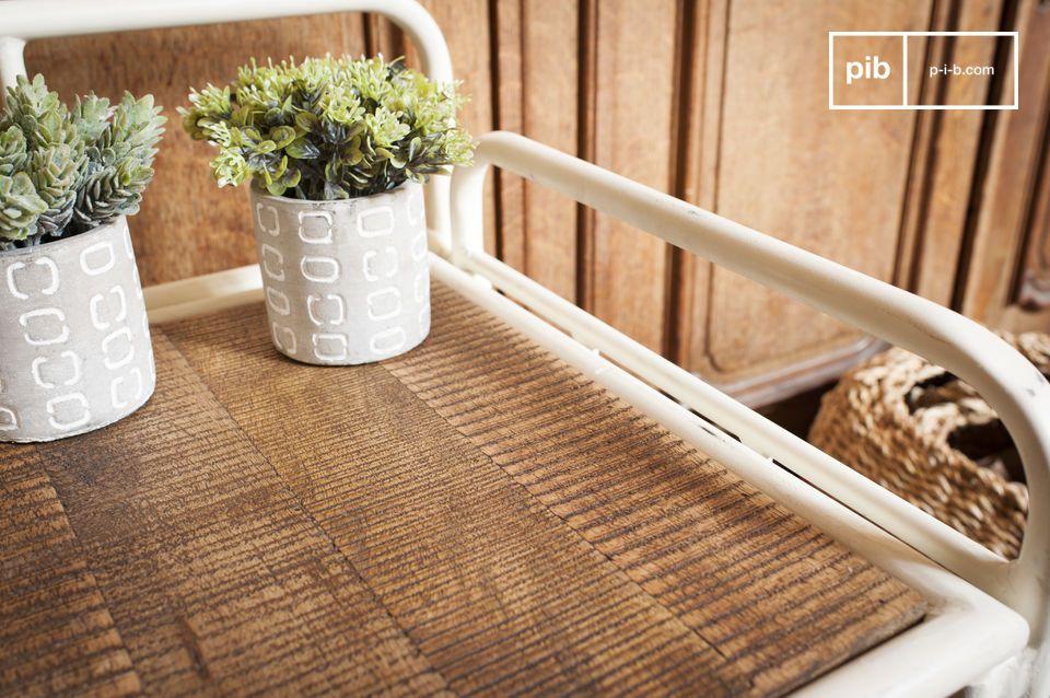 Ein praktisches Möbelstück, das eine Retro Note in Ihren Eingangsbereich bringt