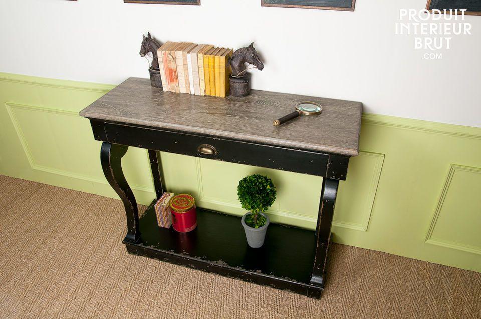 Dieses elegante  Barock Möbel  besticht durch seine schöne Verarbeitung und verleiht Interieurs im
