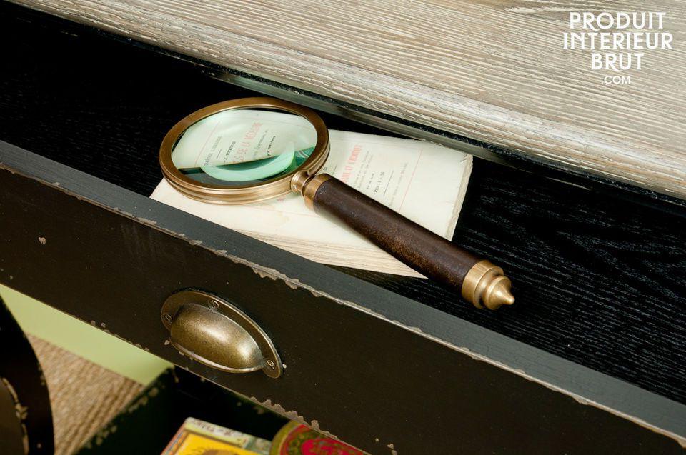 Die Konsole Caulaincourt besteht vollständig aus Holz und verfügt über eine schmutzabweisende