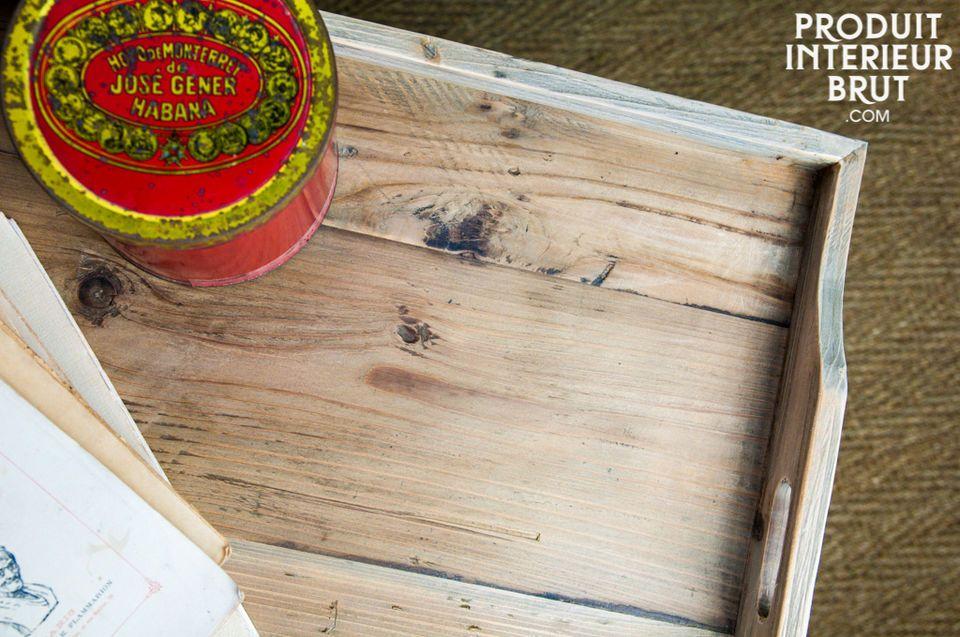 Die Verarbeitung mit starkem Holz garantiert seine Langlebigkeit und gibt ihm diesen