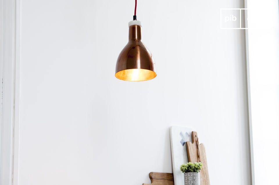 Eine kleine Lampe die Marmor und Kupfer verbindet