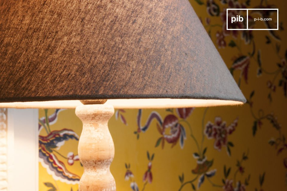 Holz-Patina mit voller Charme. Lampenschirm mitgeliefert.