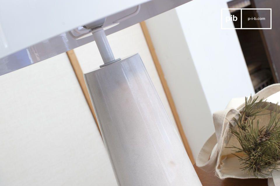 Eine sehr schöne Lampe mit schlichtem und filigranem Design
