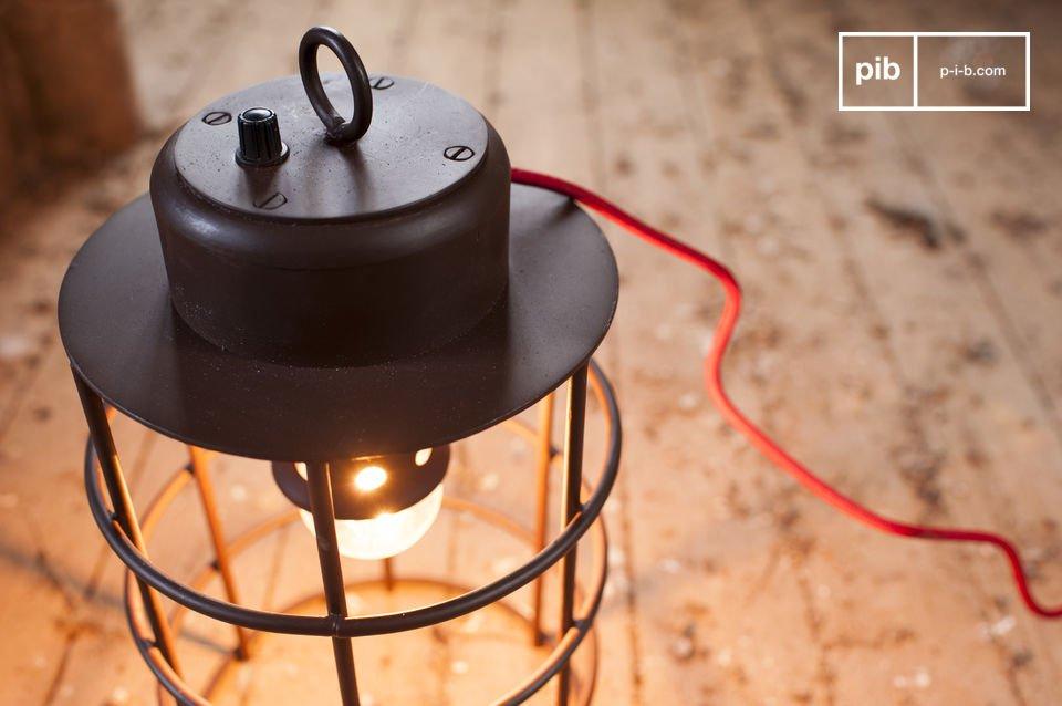 Die Lampe Nautilus besitzt den industriellen Charme