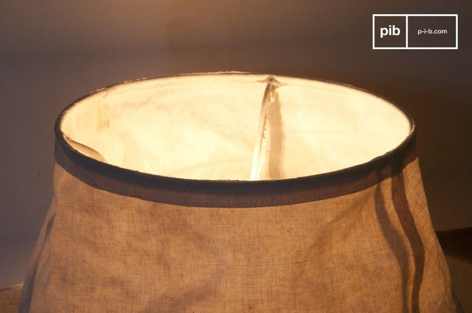 Sie ist bis ins kleinste Detail durchdacht: Am Fuß der Lampe wurden Filzgleiter angebracht und