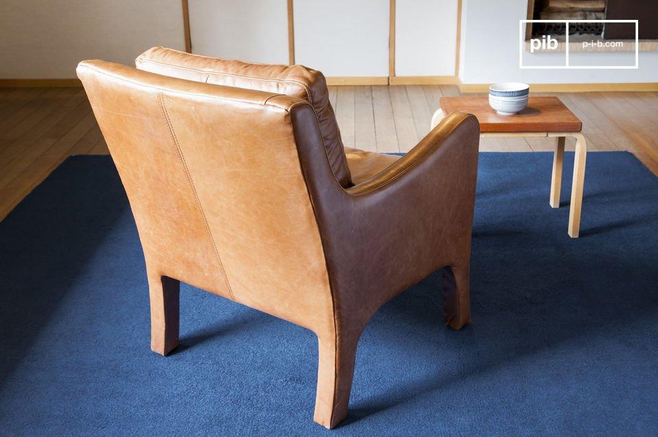 Der Ledersessel Edimbourg besitzt eine unbestrittene Eleganz sowohl als auch einen wunderschönen