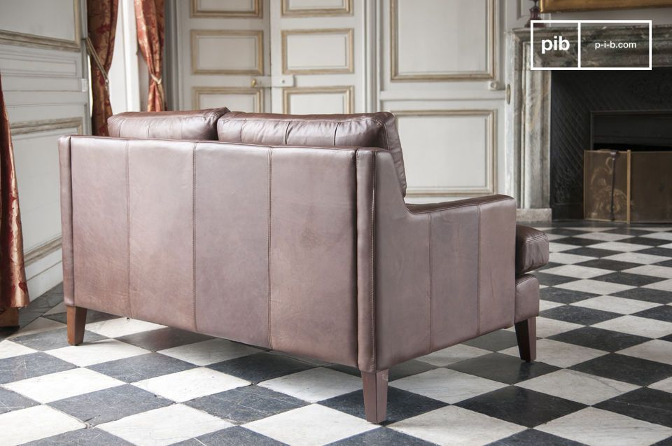Kombiniert mit einem schönen Couchtisch ist dieses Zweisitzer Sofa aus Vollnarbenleder das