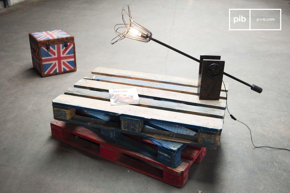 Lampe mit einzigartigem Vintage Industriedesign