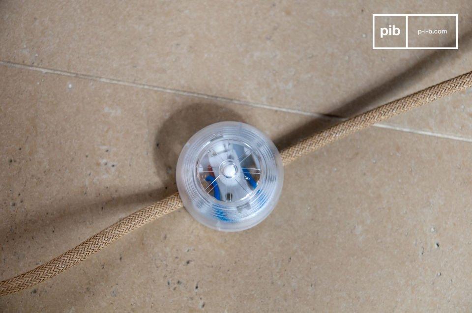 Dieser Beleuchtungskörper ist für eine Standard Glühbirne E27 vorgesehen, mit einer Maximalleistung von 40 Watts