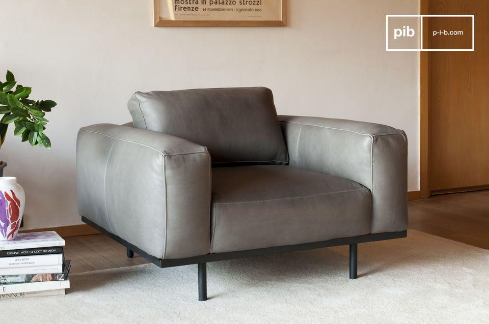 Ein charakteristischer Sessel aus grauem Leder, inspiriert von Modellen aus den 60er Jahren.