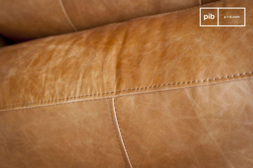Der Komfort des gepolsterten Sitzes und die überraschende Breite der Armlehnen bieten Ihnen